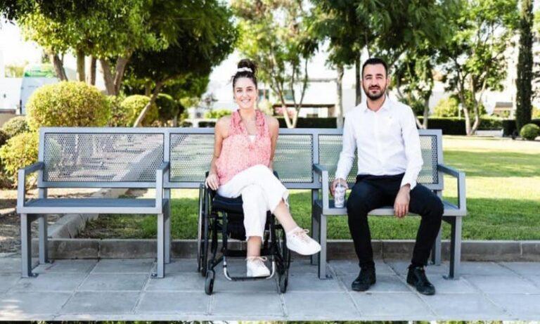Κύπρος: Ο Δήμος Αγλαντζιάς τοποθέτησε παγκάκια για τις ανάγκες ατόμων με αναπηρία