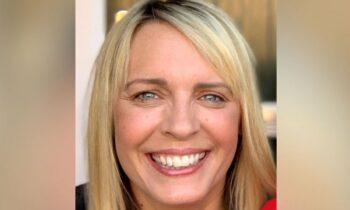 Η ραδιοφωνική παραγωγός Λίζα Σο σύμφωνα με τον Guardian πέθανε από επιπλοκές του εμβολίου κατά του κορονοϊού τον Μαΐο του 2021 .