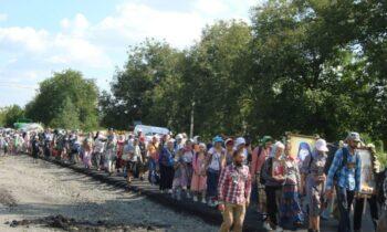 Μετά από 7 ημέρες και 260 χιλιόμετρα οι 40.000 προσκυνητές έφτασαν στην Λαύρα Κοιμήσεως της Θεοτόκου του Ποτσάεφ της Ουκρανίας.