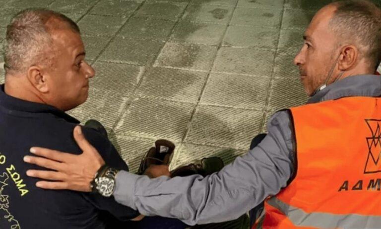 Φωτιά Βαρυμπόμπη: Έλιωσαν τα παπούτσια πυροσβέστη και υπάλληλος του ΑΔΜΗΕ του έδωσε τα δικά του