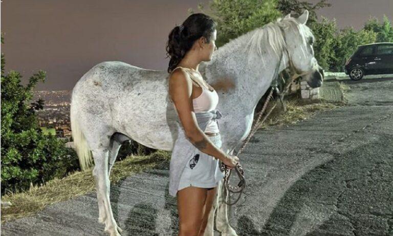 Χορεύτρια της Ελένης Φουρέιρα έσωσε ένα άλογο στην πρόσφατη φωτιά σε βουνό στην Πετρούπολη και η ανάρτησή της συγκλονίζει.
