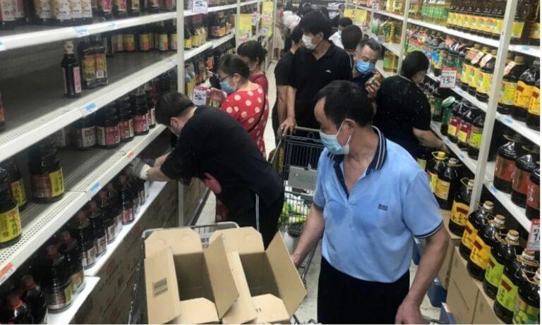 Πανικός στην Γουχάν: Αδειάζουν τα ράφια οι Κινέζοι – Τι φοβούνται