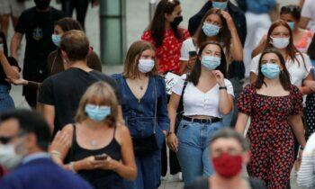 H Γαλλική κυβέρνηση καθιστά υποχρεωτικό το QR code στους εφήβους και στον αντίποδα σταματά τη χρήση μάσκας στα δημοτικά που βρίσκονται σε «πράσινες» περιοχές.