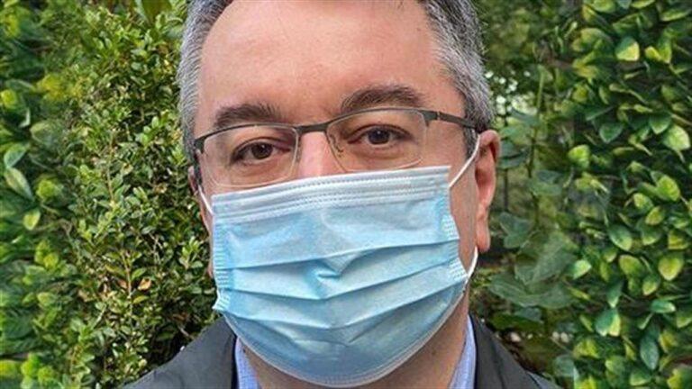 Ηλίας Μόσιαλος: Σοκάρει με νέα ανάρτηση – «Να μην θεωρούνται ίσοι στη θεραπεία, οι ανεμβολίαστοι ασθενείς»!
