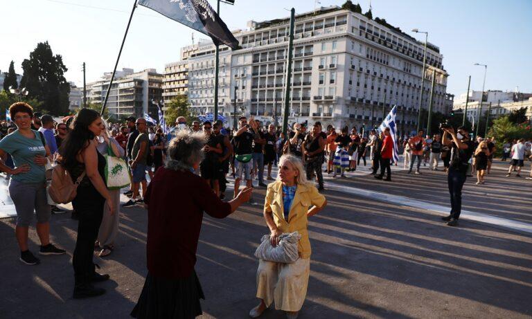 Welt: Η Ελλάδα η πιο σκληρή χώρα απέναντι σε όσους είναι σκεπτικοί με το εμβόλιο