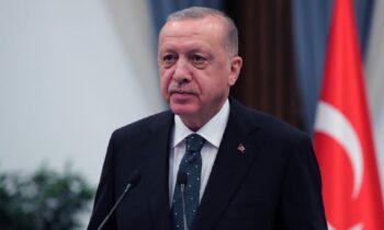 Ερντογάν: «Φουντώνουν» τα σενάρια για την κατάσταση υγείας του