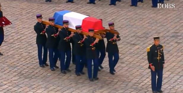 Η Γαλλία αποχαιρέτισε με συγκλονιστική τελετή και μουσική τον μεγάλο Ζαν Πολ Μπελμοντό