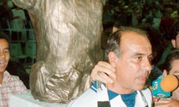 Σαν Σήμερα το 1995, ο Γιώργος Κούδας αγωνίστηκε τελευταία φορά με την Εθνική ομάδα, σε φιλικό παιχνίδι προς τιμήν του.