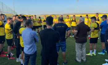 Ο Δημήτρης Μελισσανίδης μιλά στους παίκτες της ΑΕΚ