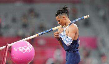 Επιστροφή στις προπονήσεις για τον πρωταθλητή του επί κοντώ Εμμανουήλ Καραλή, μετά από μία περίοδο διακοπών μετά τους Ολυμπιακούς Αγώνες.
