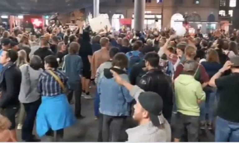 Ελβετία: Η αστυνομία χτύπησε με πλαστικές σφαίρες διαδηλωτές που συμμετείχαν σε συγκέντρωση κατά της υποχρεωτικότητας
