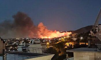 Μεγάλη φωτιά στη Νέα Μάκρη.