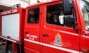Έκρηξη και πυρκαγιά σε σπίτι στα Καλύβια με δύο τραυματίες