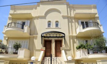 Το σπίτι στα Γλυκά Νερά, όπου διαπράχθηκε το φρικτό έγκλημα με θύμα την 20χρονη Καρολάιν