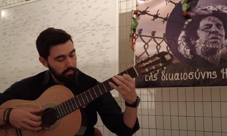 Μίκης Θεοδωράκης: Συγκινητικό αποχαιρετιστήριο κονσέρτο μέσα από το ιστορικό κελί τον Ωρωπό δόθηκε από τον μουσικό Γιάννη Τούσια.
