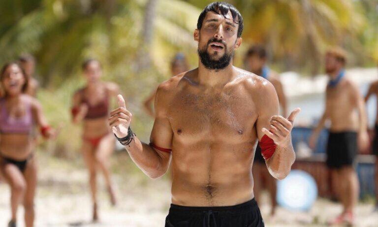 Survivor – Σάκης Κατσούλης: Επίσκεψη από ποδοσφαιριστές του Ατρομήτου στο μαγαζί του! (pic)