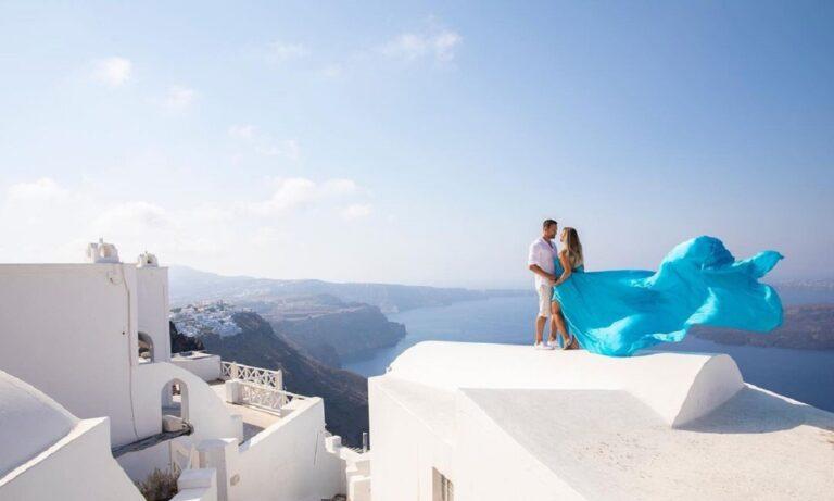 Social media: Η μόδα με το ιπτάμενο φόρεμα κάνει viral τη Σαντορίνη