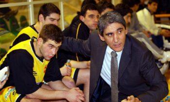Στις 2 Αυγούστου του 1996 ο Παναγιώτης Γιαννάκης έδωσε τον τελευταίο του αγώνα πριν κρεμάσει τα παπούτσια του και έξι μήνες μετά φόρεσε κοστούμι προπονητή.