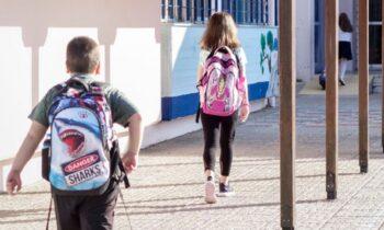 Η ομοσπονδία γονέων και κηδεμόνων Αττικής, εκφράζει την αγωνία της για τα ανούσια και επικίνδυνα μέτρα που εφαρμόζει η κυβέρνηση στα σχολεία.