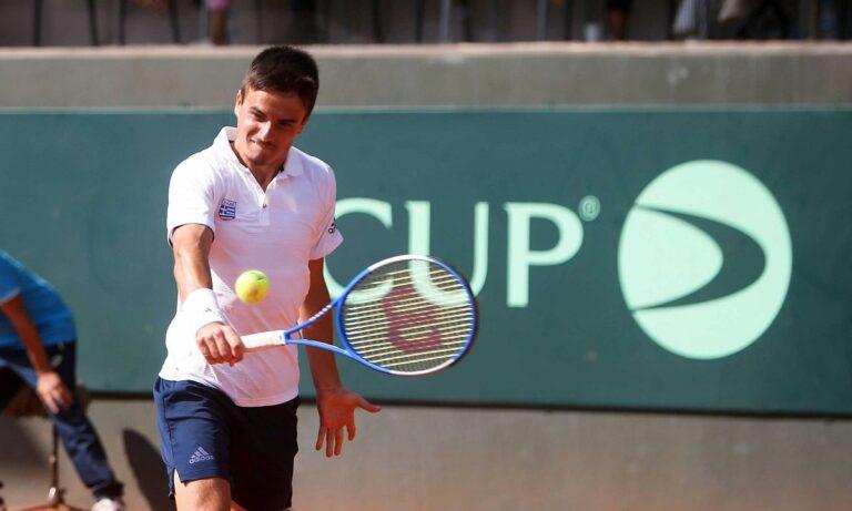 Davis Cup: Ηττήθηκε εύκολα ο Πέτρος Τσιτσιπάς – 1-0 η Λιθουανία