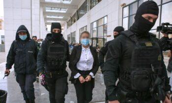 Επίθεση με βιτριόλι: Έφη Κακαράντζουλα και Ιωάννα Παλιοσπύρου για δεύτερη φορά πρόσωπο με πρόσωπο, αφού η στιγμή της απολογίας της έφτασε.