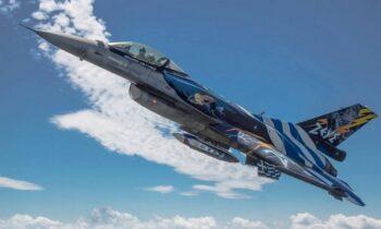 Αεροσκάφη F-16 ΖΕΥΣ της πολεμικής αεροπορίας έκαναν επιδείξεις στην Θεσσαλονίκη στα πλαίσια του εορτασμού του Αγίου Δημητρίου.