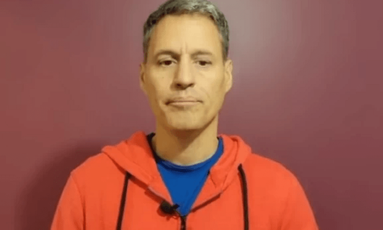 Πετράκος: «Κράξιμο» στα κανάλια – «Κάνω εμετό στη μούρη σας»