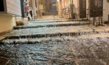Κακοκαιρία «Αθηνά»: Η ισχυρή καταιγίδα έπληξε το Ιόνιο- Πλημμύρισε η Κέρκυρα! (vid)