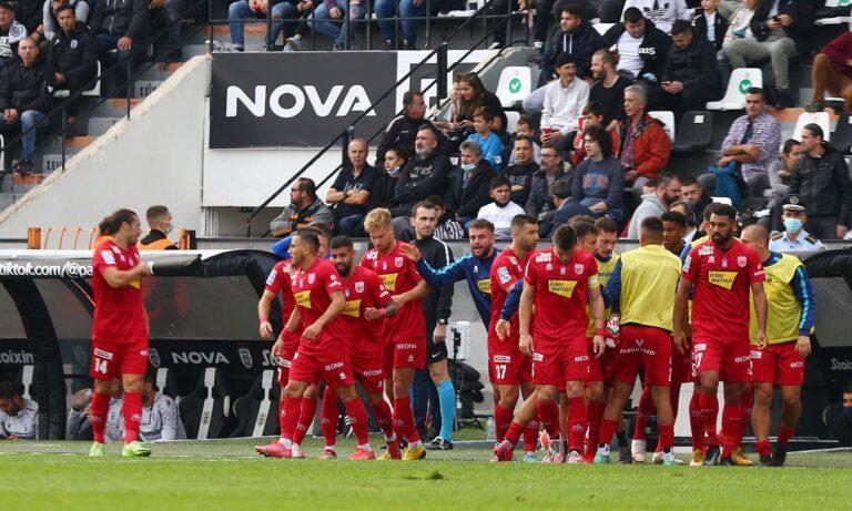Ο Βόλος πανηγυρίζει τη σπουδαία ισοπαλία του ΠΑΟΚ με 4-4