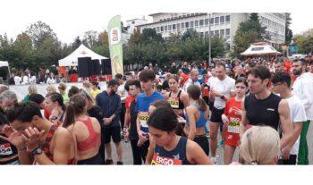 Γιορτή αποτέλεσε για τα Ιωάννινα ο φετινός αγώνας της σειράς του ΣΕΓΑΣ Run Greece με χιλιάδες δρομείς να τρέχουν στους δρόμους της πόλης.