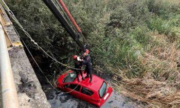 Θεσσαλονίκη: Αυτοκίνητο με δύο γυναίκες έπεσε σε κανάλι! (pic)