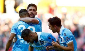 Ο Τάσος Μπακασέτας πανηγυρίζει τα δύο γκολ κόντρα στην Καϊσέρισπορ