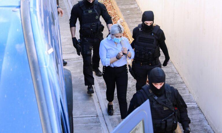 Επίθεση με βιτριόλι: Σε λίγα 24ωρα η Έφη Κακαράντζουλα, θα κληθεί να απολογηθεί στο δικαστήριο, για την επίθεση στην Ιωάννα Παλιοσπύρου.