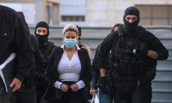 Επίθεση με βιτριόλι: Την ενοχή της Έφης Κακαράντζουλα για απόπειρα ανθρωποκτονίας προτείνει ο εισαγγελέας!