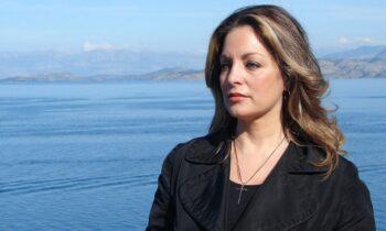 Η Γη της Ελιάς: Η Άντζελα Γκερέκου συγκινεί τραγουδώντας Βοσκόπουλο στα γυρίσματα της σειράς (vid)