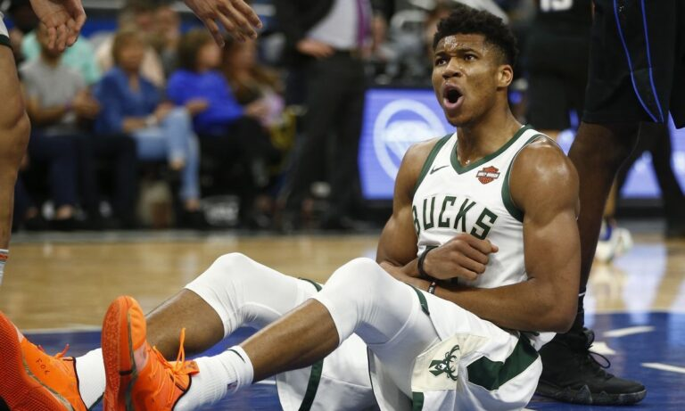 NBA: Τρομερός Γιάννης Αντετοκούνμπο στην ήττα των Μπακς από τους Μάβερικς (vid)
