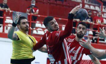 Ολυμπιακός - ΑΕΚ: Το πρώτο ντέρμπι της σεζόν στην Handball Premier έληξε ισόπαλο, με τις άμυνες των δύο ομάδων να αναδεικνύονται νικήτριες.