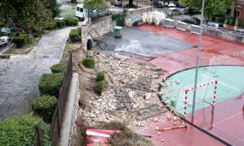 Η κακοκαιρία Μπάλλος σάρωσε την Κέρκυρα, αφήνοντας πίσω του αποκλεισμένα χωριά, ζημιές σε οδικό δίκτυο, σπίτια και καταστήματα.