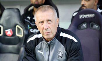 Ο προπονητής του ΟΦΗ, Νίκος Νιόπλιας.