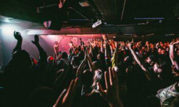 Τσιμπάνε με βελόνα γυναίκες σε clubs, τις υπνωτίζουν και τις βιάζουν - Νέα μάστιγα στη Βρετανία