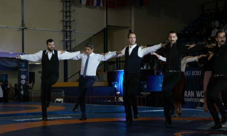 Παγκόσμιο Πρωτάθλημα Βετεράνων πάλης: Χοροί και τραγούδια στην τελετή έναρξης