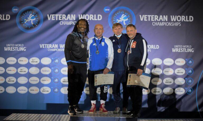 Πάλη: «Ολόχρυσος» Μπεντινίδης στο Παγκόσμιο πρωτάθλημα