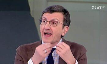 Ο Άρης Πορτοσάλτε ισοπέδωσε για ακόμα μια φορά τη δημοσιογραφική δεοντολογία, χαρακτηρίζοντας «ψέκια» τους συγγενείς ενός 66χρονου που πέθανε από κορονοϊό!