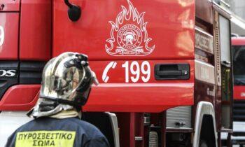 Φωτιά ξέσπασε σε μάντρα αυτοκινήτων στο Μαρούσι επί της οδού Μεγάλου Αλεξάνδρου.