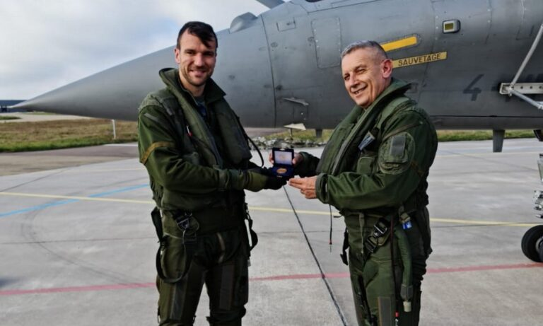 Rafale: Έπαθαν πλάκα οι Γάλλοι- Δείτε την πτήση του αρχηγού ΓΕΕΘΑ με το ελληνικό μαχητικό που προκάλεσε δέος!
