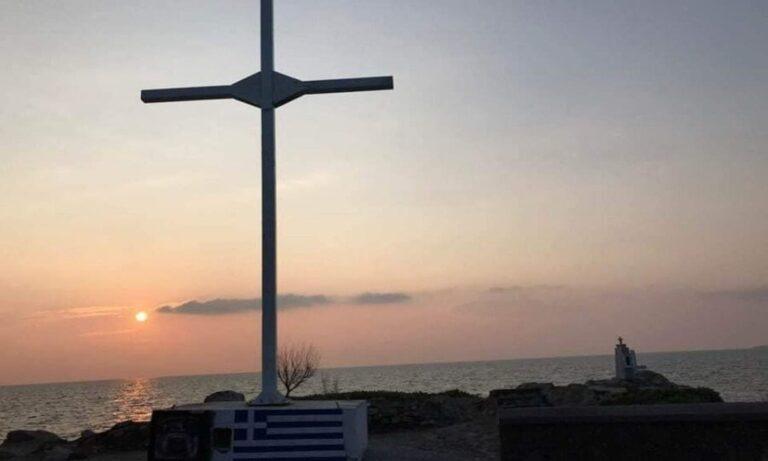 Λέσβος: Ελλάς το «μεγαλείο» σου – Δικάζονται 36 άτομα, γιατί αναστήλωσαν βανδαλισμένο σταυρό το 2019!