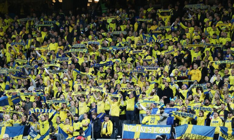 Οι οπαδοί της Εθνικής Σουηδίας στον αγώνα με την Εθνική Ελλάδας