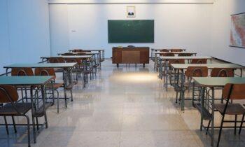 Με δυσκολίες έχει ξεκινήσει η σχολική χρονιά στα ελληνικά σχολεία της Βορείου Ηπείρου, καθώς δεν έχουν επικυρωθεί οι αναγκαίες αποσπάσεις.