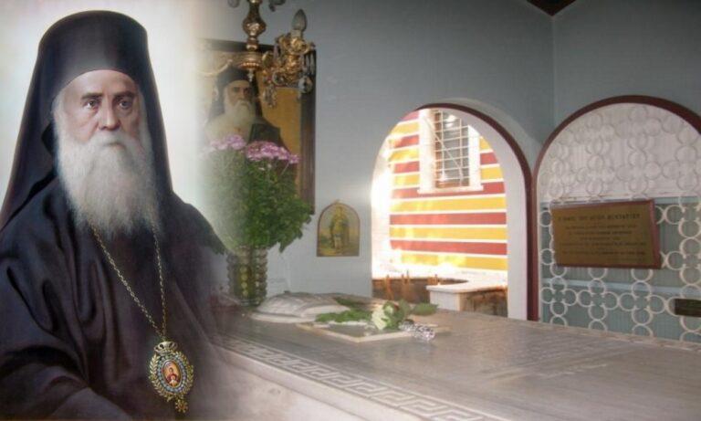 Οι χτύποι στον τάφο του Αγίου Νεκταρίου: Ένα συγκλονιστικό και διαρκές θαύμα στην Αίγινα