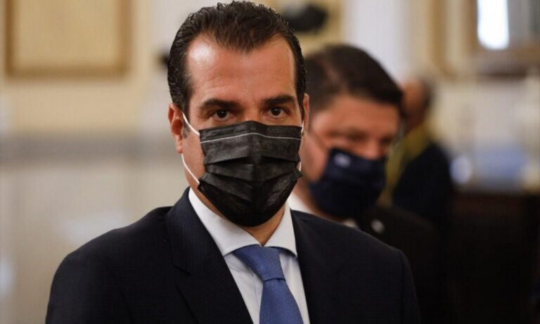 Κορονοϊός: Έρχονται οι μωβ περιοχές και η υποχρεωτική χρήση διπλής μάσκας στα ΜΜΜ;  Τι απαντά ο Πλεύρης